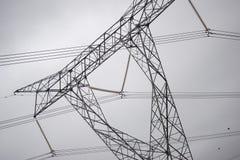 输电线在多云天 免版税库存图片