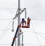 输电线的新的支持的装配和设施 免版税库存图片