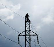 输电线的新的支持的装配和设施 库存图片