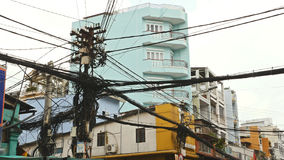 输电线网在街道胡志明市2上的 图库摄影