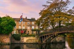 辗压parkland一个风景设置的华尔顿霍尔与它自己的 免版税库存照片