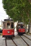 辛特拉与老红色电车的街道场面 免版税库存图片