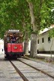 辛特拉与老红色电车的街道场面 图库摄影