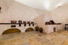 辛特拉全国宫殿的厨房  免版税库存照片