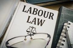辛苦或劳工法书 立法和正义概念 免版税库存照片