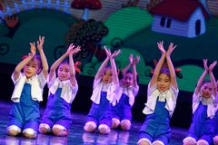 辛苦荣耀北京舞蹈学院分级的测试卓著的儿童` s舞蹈教的成就陈列江西 库存照片