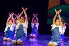 辛苦荣耀北京舞蹈学院分级的测试卓著的儿童` s舞蹈教的成就陈列江西 免版税库存照片