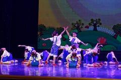 辛苦荣耀北京舞蹈学院分级的测试卓著的儿童` s舞蹈教的成就陈列江西 免版税库存图片
