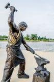 辛苦铁匠雕塑的纪念碑 免版税库存图片