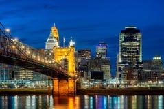 辛辛那提地平线, Roebling桥梁,俄亥俄 免版税库存图片