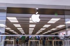 辛辛那提-大约2017年5月:苹果计算机商店零售购物中心地点 苹果计算机出售和服务iPhones和iPads我 免版税图库摄影