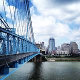 辛辛那提Roebling桥梁白天俄亥俄 免版税图库摄影