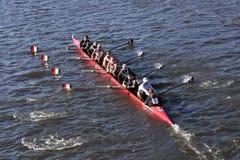 辛辛那提Univ在查尔斯赛船会人的学院Eights的负责人赛跑 库存图片