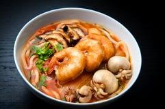 辣亚洲面条海鲜的汤 库存图片