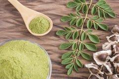 辣木科种子、叶子和粉末-含油椒木属 库存图片
