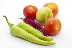 辣椒和蕃茄在焦点 免版税库存图片