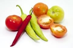 辣椒和蕃茄在焦点 免版税库存照片