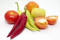 辣椒和蕃茄在焦点 图库摄影