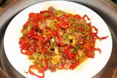 辣椒的果实油煎的羊肉 免版税库存图片