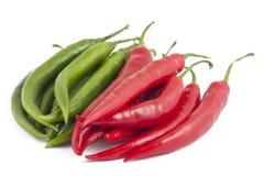 辣椒绿色许多胡椒红色白色 免版税库存照片