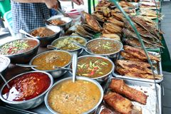 辣椒酱品种出售的在萨潘Khwai,曼谷,泰国 免版税库存图片