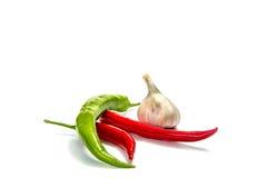 辣椒,在白色背景的大蒜 库存图片