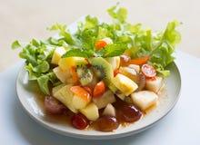 辣沙拉混杂的果子 免版税库存图片