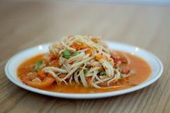 辣热番木瓜的沙拉 免版税库存照片