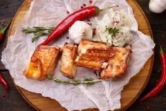 辣热的烤排骨、格栅和烤肉 免版税库存照片
