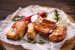 辣热的烤排骨、格栅和烤肉 库存照片