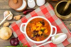 辣蔬菜汤用红豆和南瓜 库存照片