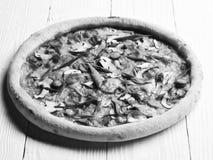 辣薄饼用辣椒 与嘎吱咬嚼的边缘的外卖食品 免版税库存照片