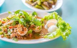 辣虾沙拉风味和煮沸的鸡蛋 图库摄影