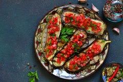 辣被烘烤的茄子烤用蕃茄和胡椒 图库摄影