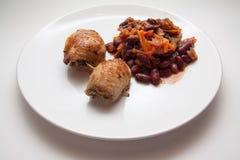 辣豆调味汁和土豆薄烤饼 库存照片