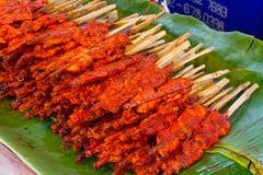 辣鸡烤了鸡,辣的一点的泰国食物 免版税库存照片