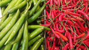 辣绿色和红色 库存图片