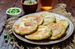 辣绿豆面包 孟加拉语Matar Kachori 印第安烹调 免版税库存图片