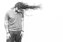 结辨的头发年轻人 免版税库存照片