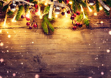 边界与装饰的圣诞树的艺术设计 免版税库存照片
