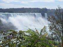 边界的尼亚加拉瀑布在美国和加拿大之间 库存照片
