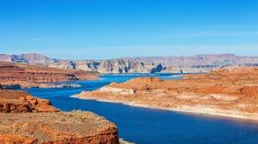 边界的湖鲍威尔在犹他和亚利桑那,美国之间 图库摄影