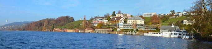边界delfin hallwil湖村庄 免版税库存图片