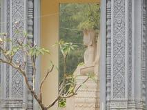 从边的Kambozha雕象,亚洲菩萨雕象 图库摄影