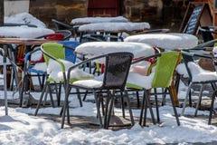 边路咖啡馆在冬天 免版税库存照片