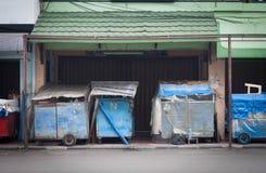 边路的闭合的商店在jogja日惹印度尼西亚 免版税库存图片