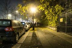 边路路在宿舍的晚上在布达佩斯,匈牙利 库存图片