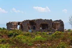 边,土耳其古城废墟  免版税图库摄影