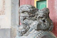 辽宁,中国- 2015年8月01日:在法警张家大院的雕象 免版税库存照片