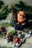 达克斯猎犬小狗和新年礼物 库存照片